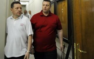Laurentiu Mironescu (dreapta) alaturi de alt acuzat