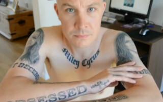 barbat tatuaje Miley Cyrus