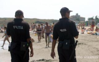politisti pe plaja din Mamaia
