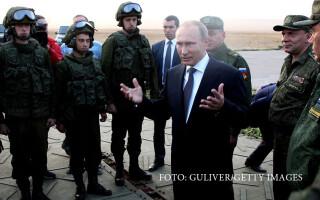Vladimir Putin si militari rusi
