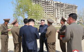 Kim Jong Un si generali nord-coreeni