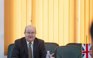 Steag greşit al Marii Britanii, la o întâlnire cu ambasadorul englez în România