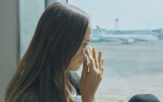Femeie data jos din avion
