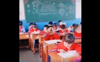 Imagini virale. Metoda inedită găsită de un băiețel pentru a învăța la școală