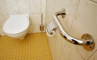 Tragi apa fără să lași joc capacul toaletei? Ai luat coronavirus!