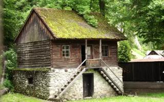 Muzeul Etnografic din curtea castelului Bran