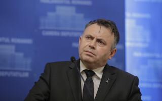 """Deputații dezbat moţiunea simplă pe Sănătate. PSD cere demisia lui Nelu Tătaru: """"Se ocupă de tunuri"""""""