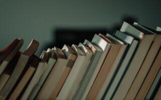 (P) Serviciul prin care îţi vinzi toate cărţile din bibliotecă în condiţii care te avantajează!