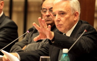 Mugur Isarescu la Forum, seminar