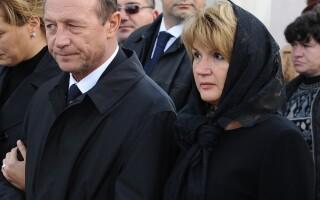 Traian Basescu si Maria Basescu la inmormantare