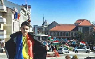 baiat cu steagul Romaniei la Sf. Gheorghe