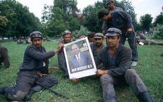 mineriada din 1990, mineri cu poza lui Ion Iliescu