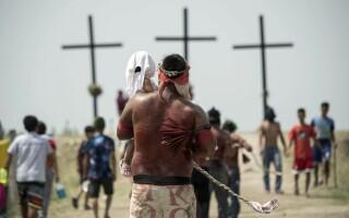 Credincioșii din Filipine marchează Vinerea Mare prin crucificări și autoflagelări