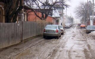 Șofer amendat pentru murdarirea carosabilului cu noroi