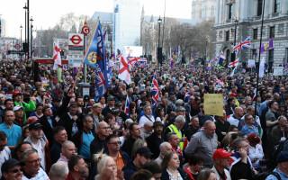 Mii de susținători ai Brexit au protestat după votul negativ din Parlament