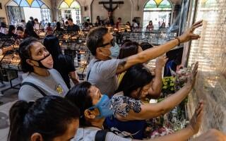 """O biserică promite """"imunizarea"""" împotriva coronavirusului, în cadrul unei slujbe"""