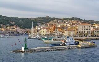 În timp ce Europa reintroduce restricții, o îndrăgită destinație turistică din Italia e aproape liberă de Covid