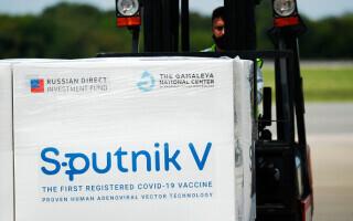 VIDEO. Slovacia a primit primul lot de vaccine Sputnik V. Țara are cea mai mare mortalitate din lume