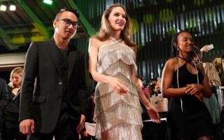 """Angelina Jolie s-a folosit de fiul său Maddox în procesul de custodie cu Brad Pitt. A spus lucruri """"deloc măgulitoare"""
