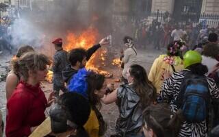 Carnaval neautorizat cu 6.500 de oameni, în Marsilia - 2