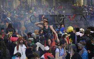 Carnaval neautorizat cu 6.500 de oameni, în Marsilia - 7