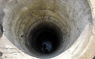 O fată a căzut într-un canal de cinci metri la Panciu, și a leșinat. Cine i-a salvat viața