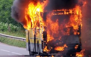 Autocar incendiu