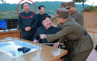Kim Jong Un - 4