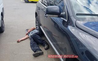barbat beat sub masina
