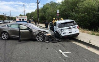 accident tesla