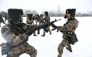 Militari chinezi la un exercitiu