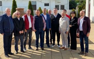 Poză de grup a liderilor PSD, la o întâlnire din Vaslui. Niciunul nu a purtat mască