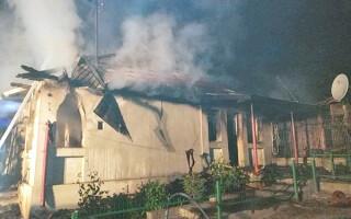 Și-a dat foc la casă apoi s-a sinucis, pentru că părinții nu-l lăsau să se iubească cu o tânără romă