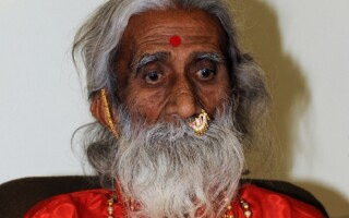Yoghinul indian Prahlad Jani