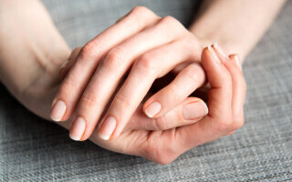 Un nou simptom al infectării cu Covid-19. Ce semne pot apărea pe unghiile de la mâini. FOTO