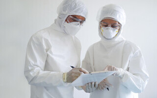 Cîmpeanu: Studenţii nevaccinaţi ar putea avea combinezoane pentru lucrări practice şi laboratoare