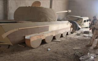 tanc din lemn folosit de ISIS