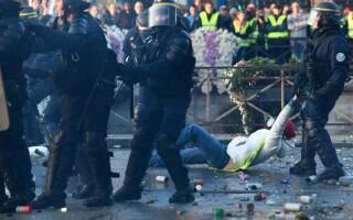 Prețul la carburant stârnește revolte, în Franța. 244.000 de oameni, în stradă