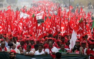 Protest cu mii de fermieri indieni, în New Delhi, care cer majorarea ajutorului de la stat