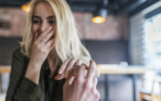 "A spus ""da"", dar apoi a avut un șoc. Cum a făcut logodnicul rost de inel"