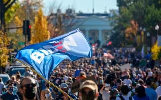 Americanii sărbătoresc în stradă victoria lui Joe Biden la alegerile prezidențiale din Statele Unite