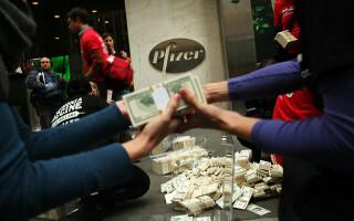 Șeful Pfizer a vândut acţiuni de 5,6 milioane de dolari în ziua anunţării rezultatelor pozitive vaccinului pentru Covid-19