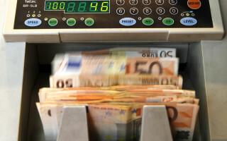 O femeie a furat 1 milion de euro din banii firmei pentru a-și asigura o viață de lux. A spus că era deprimată
