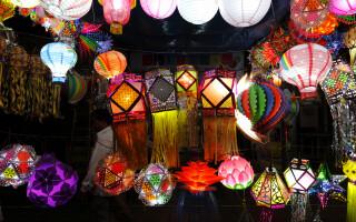 Lampioane la Festivalul Luminilor din nordul Indiei