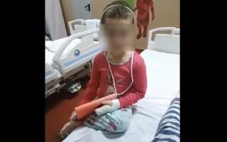 Mama fetiței găsite cu lovituri la cap a fost reținută pentru 24 de ore de polițiști