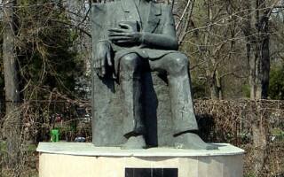 statuie Nicolae Paulescu