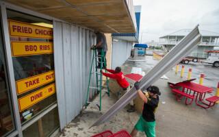 pregatiri pentru uraganul Nate