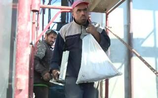 bloc ars in sectorul 5, muncitori
