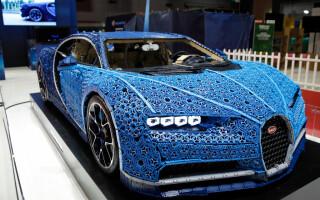 Bugatti Chiron făcut din lego, expus la Salonul Auto de la Paris