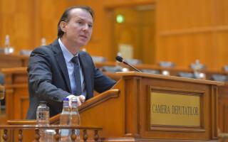 Florin Cîțu citește moțiunea de cenzură